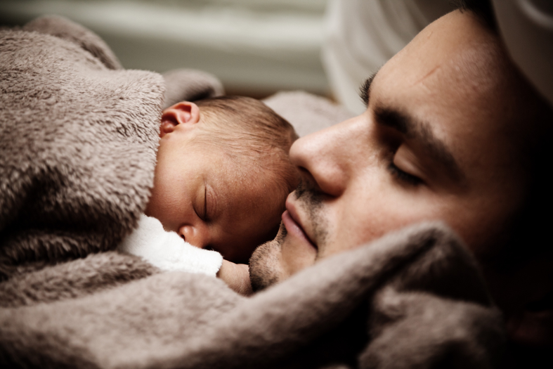 father holding sleeping baby on Sleepy Bub's post on dad's early involvement